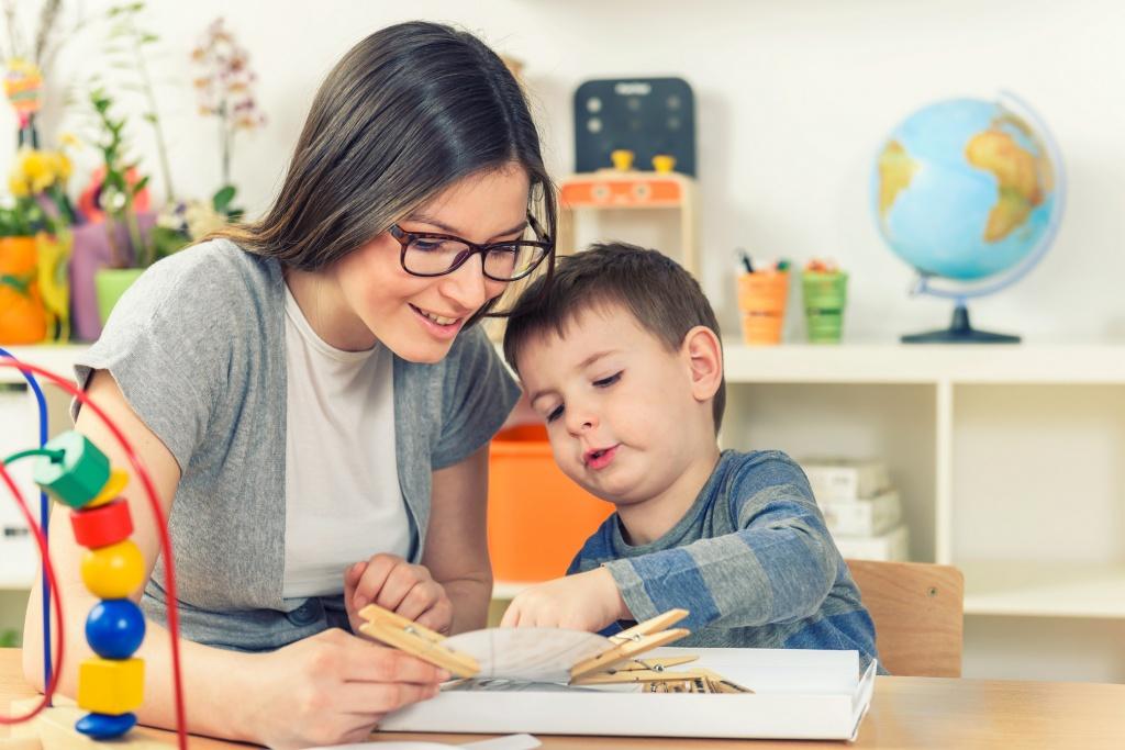 Как оставить ребенка с няней первый раз
